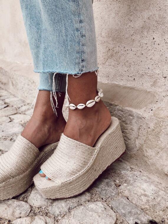 White shell ankle bracelet