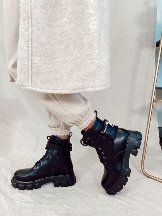 Chunky pocket boots WEEK in black