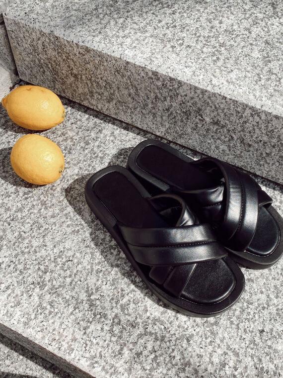 Platform sandals crossed straps LUPES in black