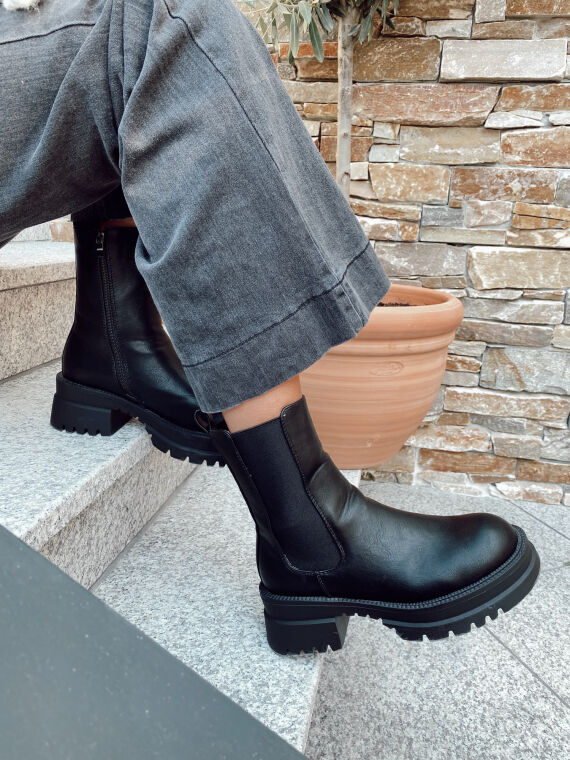 IZABELLE track boots with notched sole