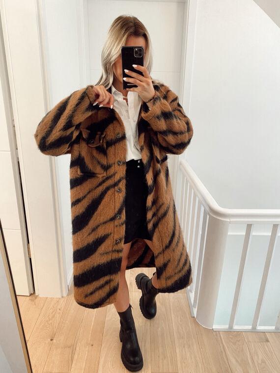 Long coat in felted wool with zebra pattern SAGA in camel