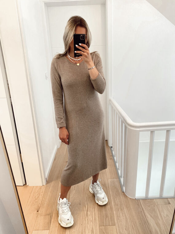 Robe pull coupe longue en maille fine TOY camel