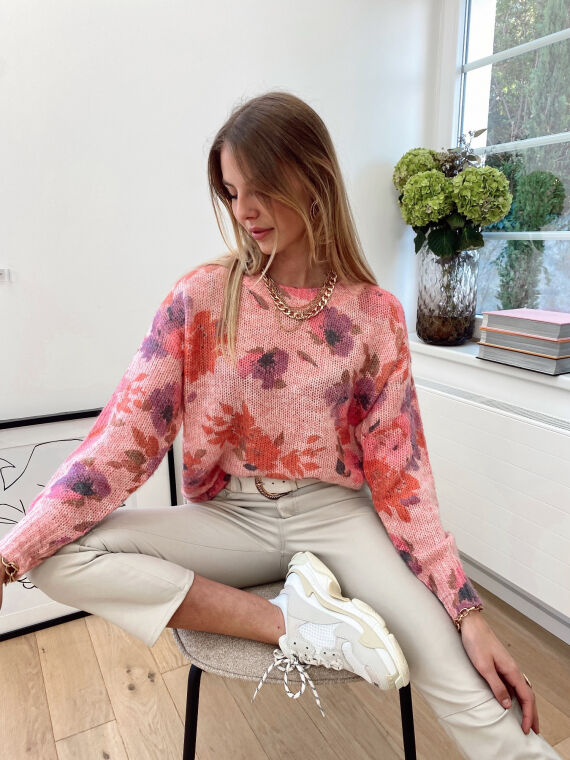 Knitted jumper with large flowers NOSTALGIE in pink