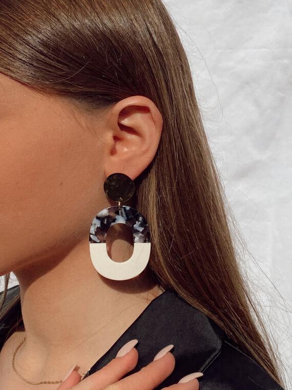 Boucles d'oreilles tombantes façon écaille NEVER noires et dorées