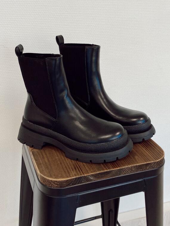 Leatherette chelsea boots GAZELLE in black