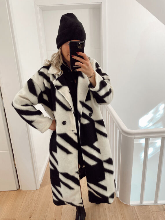 Long coat with houndstooth pattern MAUZ in black
