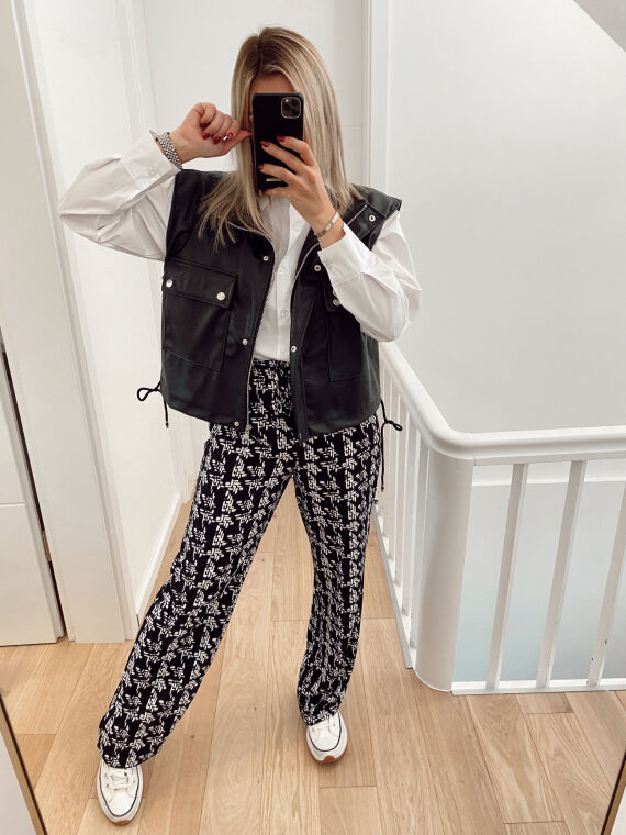 Flared and flowing trousers with pattern AUDRIC in black